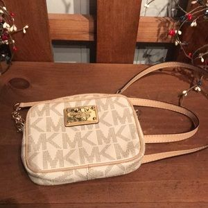 Like new! Michael Kors sm crossbody😘🥰